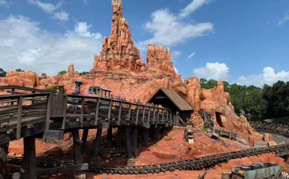 How Assistance Passes Can Impact Your Trip to Theme Parks
